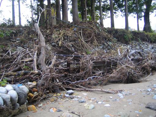 寒河江川の大水で流された残骸