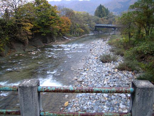 根子川橋下流の様子
