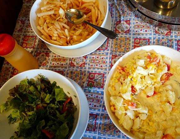 ランチバイキングの3種類のサラダの画像