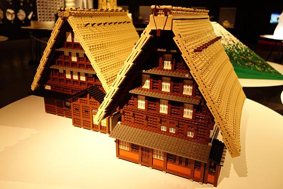 白川郷・五箇山の合掌造りのレゴ