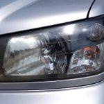 車のヘッドライトの黄ばみと曇りを簡単に除去