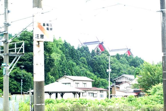 宝徳山稲荷大社の切妻屋根