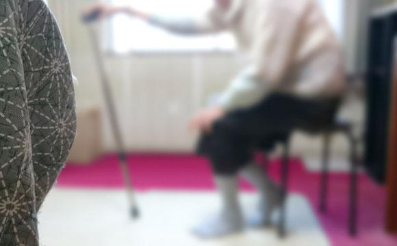 一人暮らしの親、高齢者に安心の見守りサービス
